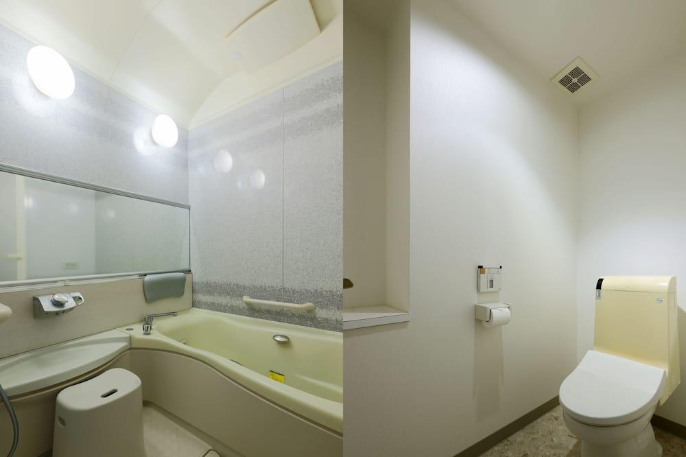 Deluxe Room, Smoking - Bathroom