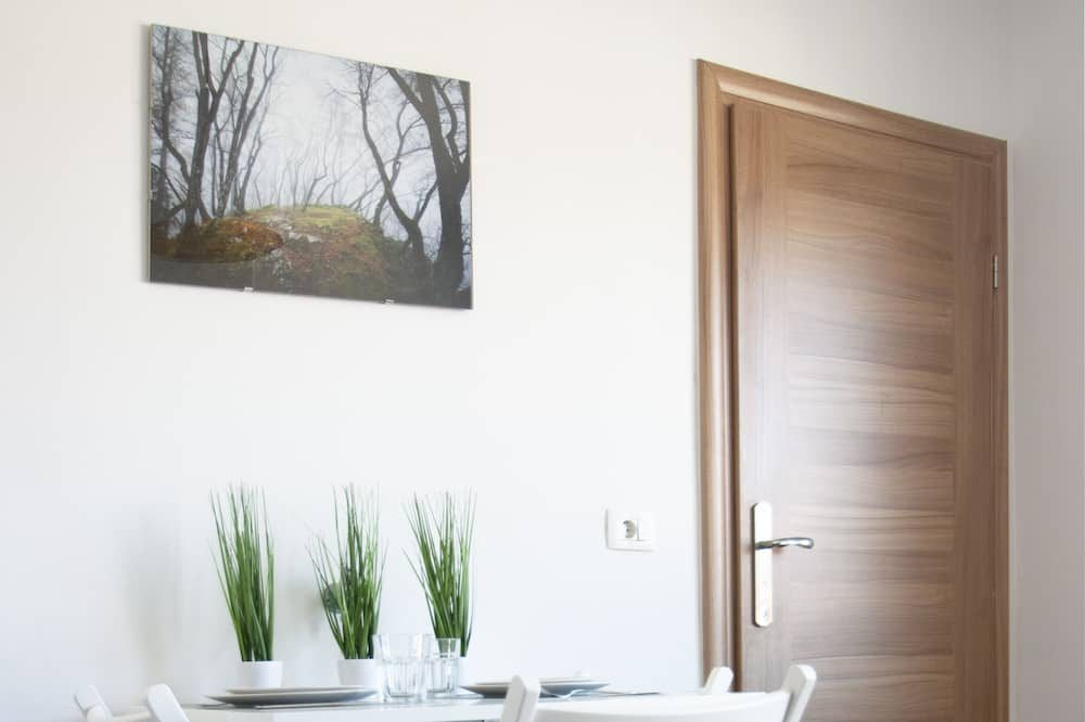 Economy Apartment, 2 Bedrooms - In-Room Dining