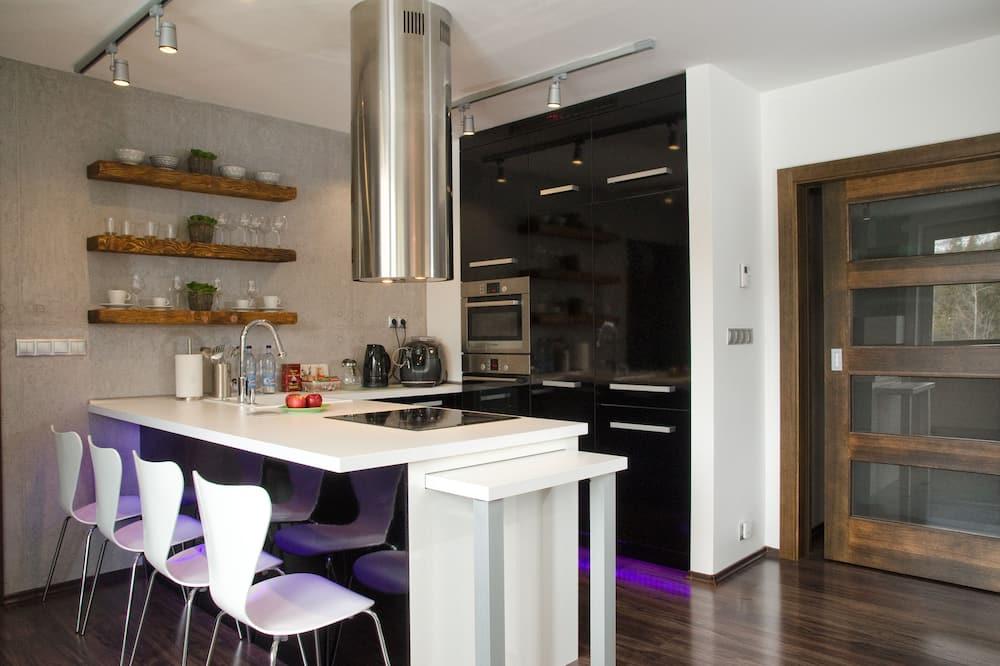 コンフォート アパートメント - 室内のダイニング