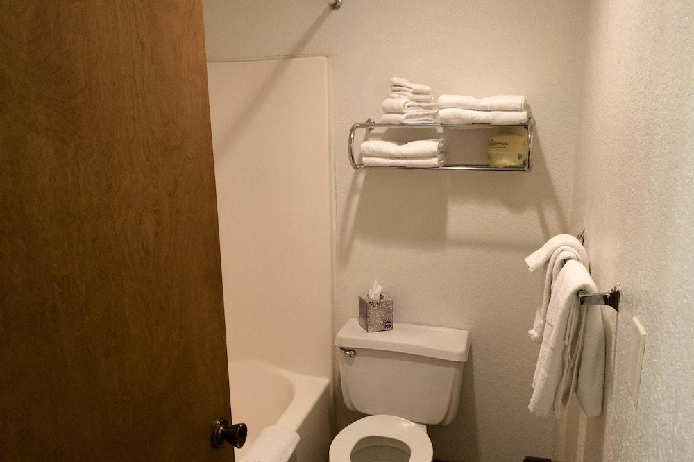 Deluxe Μονόκλινο Δωμάτιο, 1 King Κρεβάτι, Κουζινούλα - Μπάνιο