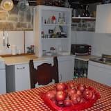 Panoramic Triple Room, Balcony (Regjine Vida) - Shared kitchen