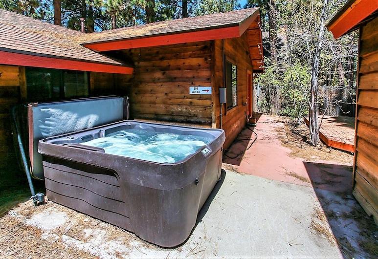 Camp Scarlett-1723 by Big Bear Vacations, Big Bear Lake, Spabad buiten