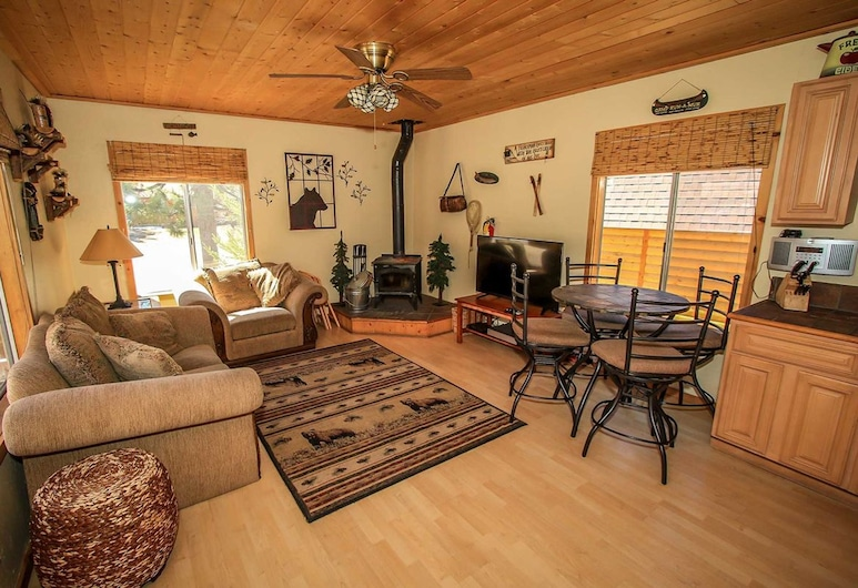 Little Bear-1079 by Big Bear Vacations, Danau Big Bear , Rumah, 2 kamar tidur, Ruang Keluarga