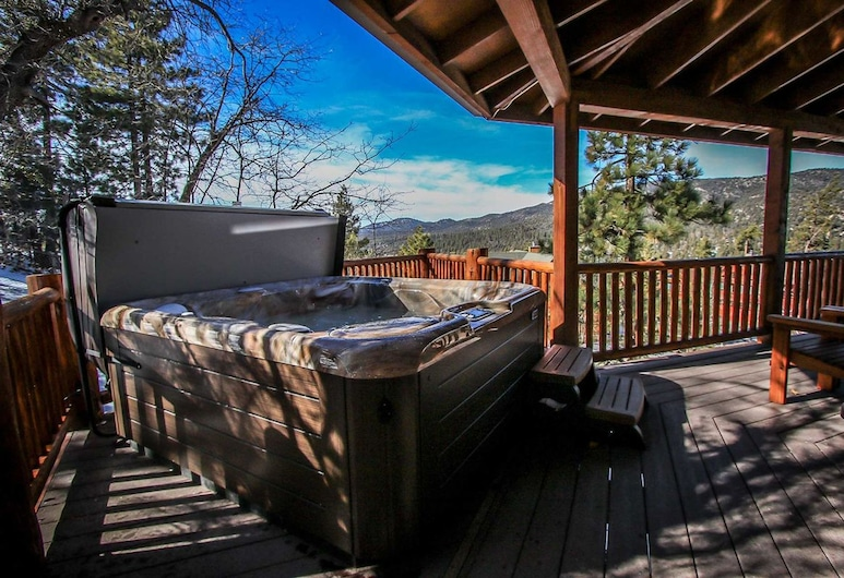Log Home Luxury-1591 by Big Bear Vacations, Big Bear Lake, Outdoor Spa Tub
