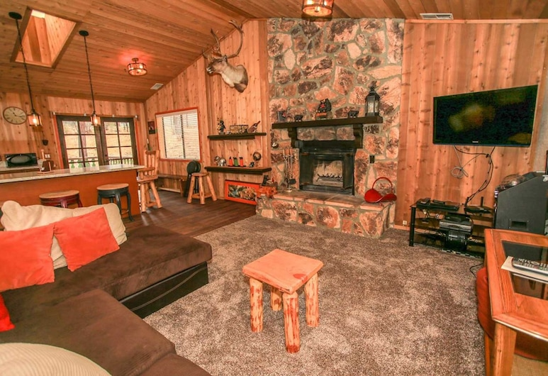 Pines and Needles-1454 by Big Bear Vacations, Big Bear Lake, House, 2 Bedrooms, Living Room