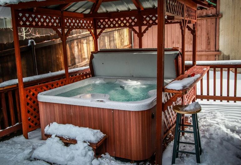 松樹景觀小屋酒店 - 801 大熊假期酒店, 大熊湖, 室外 SPA 浴池