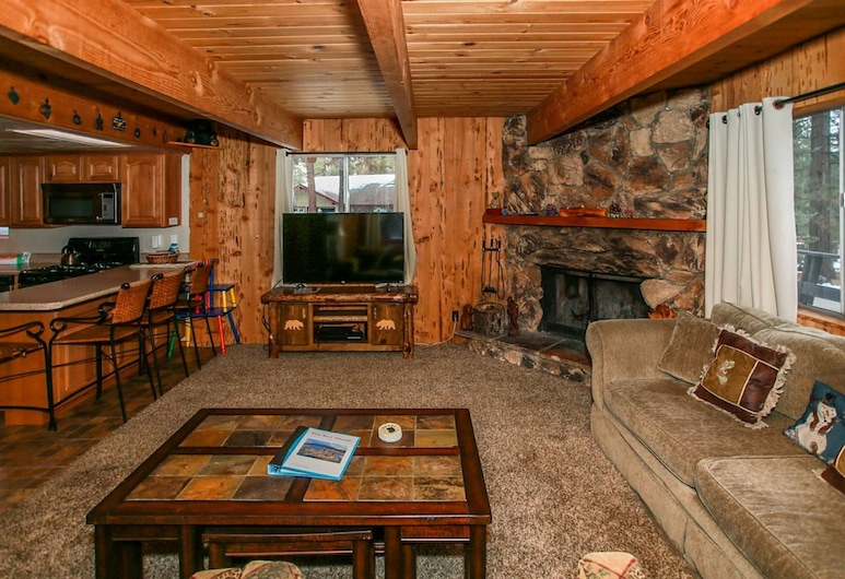 Nut House-1511 by Big Bear Vacations, Биг-Биар-Лейк, Коттедж, 3 спальни, Гостиная