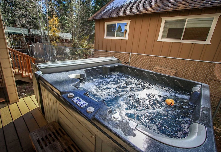 Mishka's Place-1567 by Big Bear Vacations, Danau Big Bear , Bathtub Spa Luar Ruangan