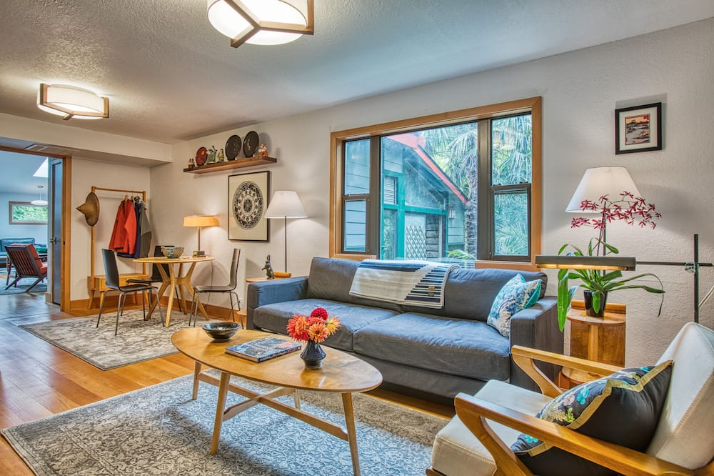 Japanese Garden Suite - Living Area