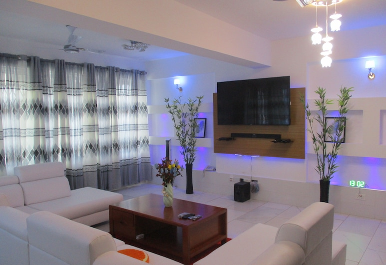 Volks PS, Sekondi-Takoradi, חדר