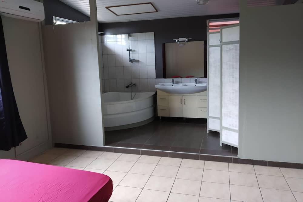 Economy-sviitti, 2 makuuhuonetta - Kylpyhuone