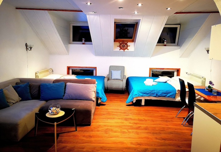Meridian Apartments , Κλαϊπέντα, Meridian Apartment with Sauna, Δωμάτιο επισκεπτών