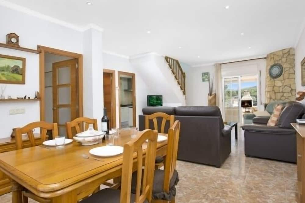 Villa, 4 Bedrooms, Private Pool, Mountain View - In-Room Dining