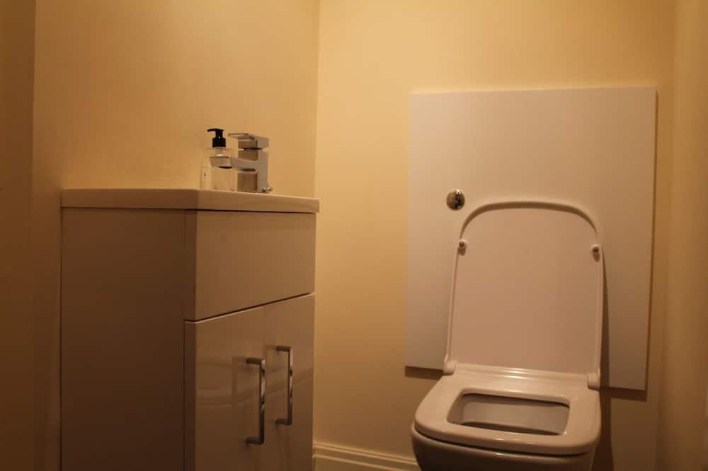 Double Room, Shared Bathroom (No. 7) - Bathroom