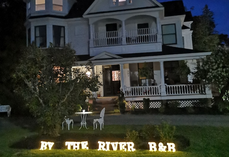 By The River Bed&breakfast, Fredericton, Hotel Front – Evening/Night