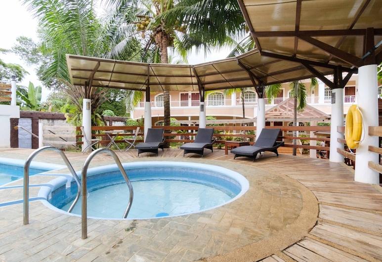 RedDoorz Premium @ Abueg Road Extension, Puerto Princesa, Pool