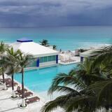Condo Balcony Ocean View (#2401) - Svømmebasseng