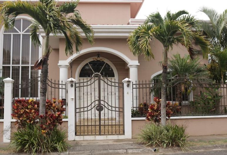 Deluxe Property in Cariari, San Antonio de Belen