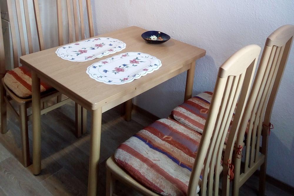 Comfort Apartment, Kitchen, Ground Floor (Albert) - Tempat Makan dalam Bilik