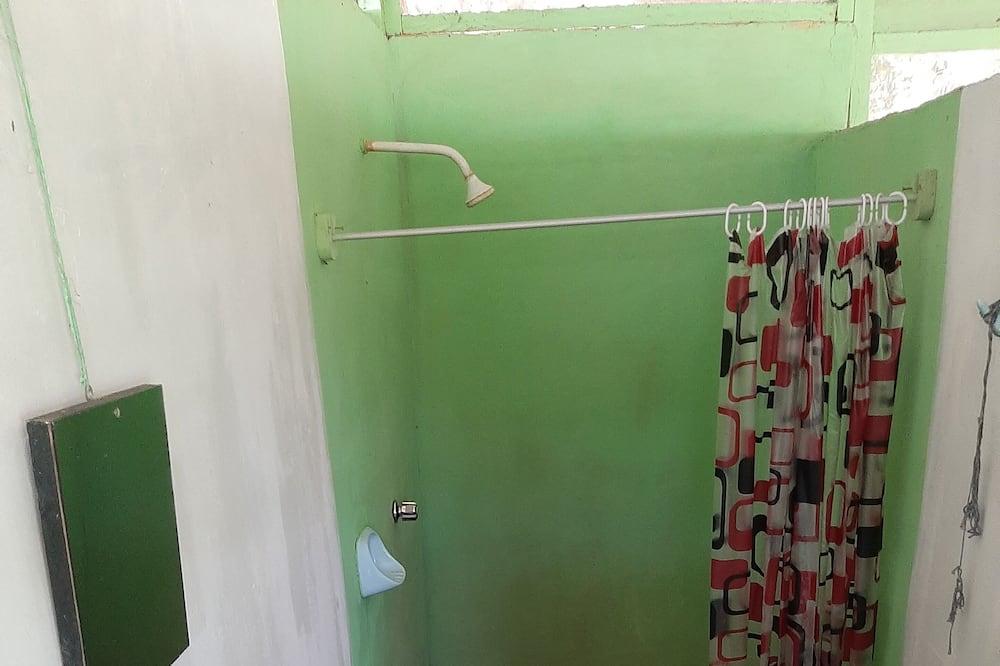 Trivietis kambarys su vitrininiais langais - Vonios kambarys