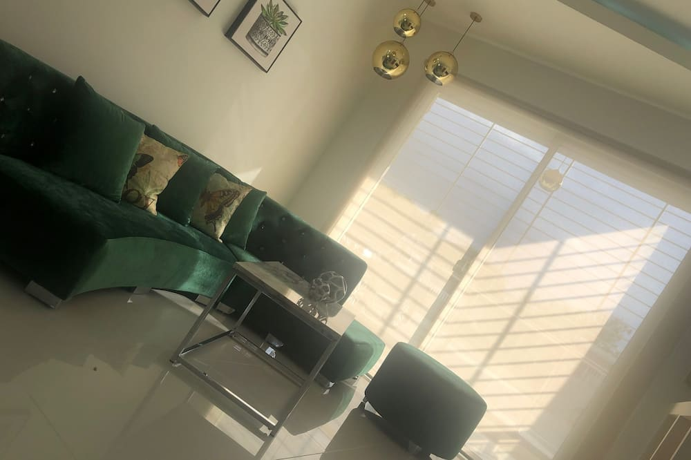 Classic Apartment, 3 Bedrooms, Accessible - Living Room