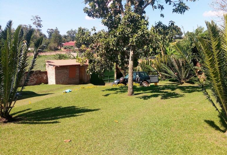 Maasai Backpackers Home, Fort Portal, Garden