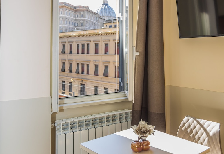 Domus Porta Angelica, Rome, Superior Double or Twin Room, City View, Guest Room