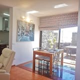 Apartment, 3 Bedrooms, Mountain View - Living Area