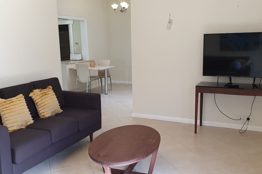 Family House, 4 Bedrooms, Non Smoking - Living Area