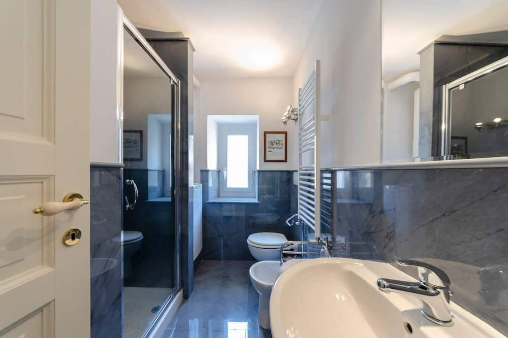 อพาร์ทเมนท์, 4 ห้องนอน - ห้องน้ำ