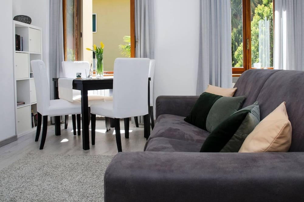 Apartment, 1 Bedroom, Lake View - Living Room