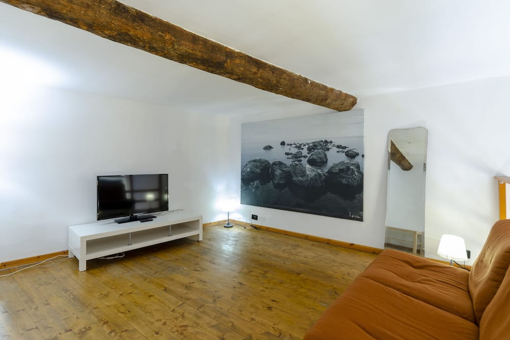 Apartment, 3 Bedrooms, City View - Living Room