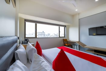 Fotografia do OYO 45723 Hotel Pearl em Surat