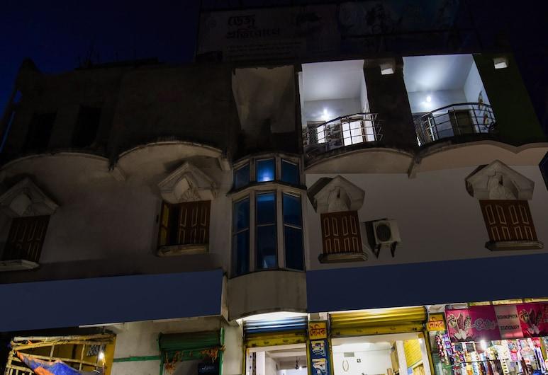 SPOT ON 49451 New Bishnupriya Hotel, Krishnanagar, Bagian luar