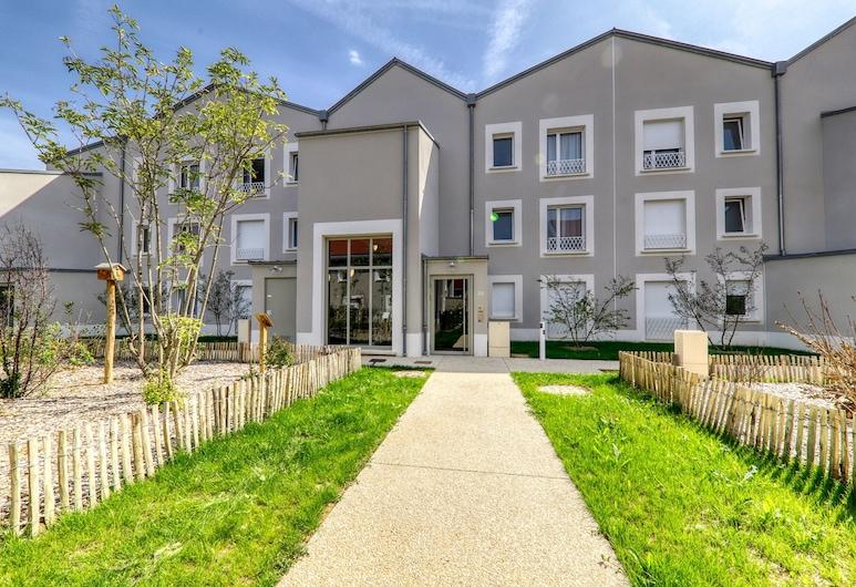 Summerside Park, Montevrain, Property entrance