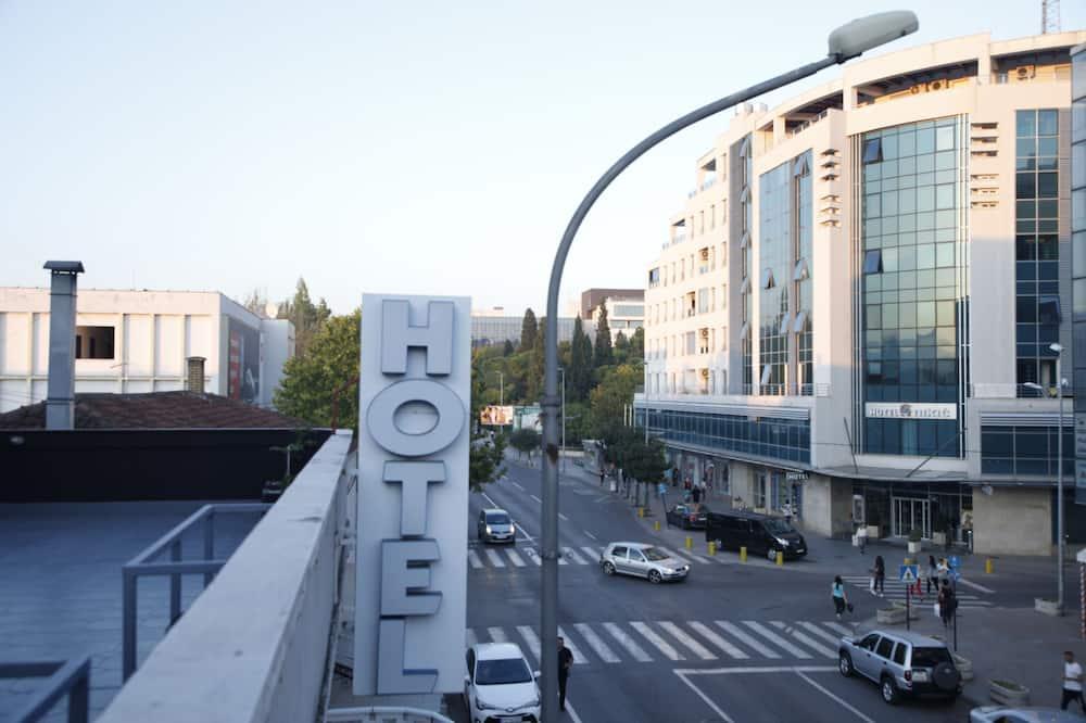 Hotel 201