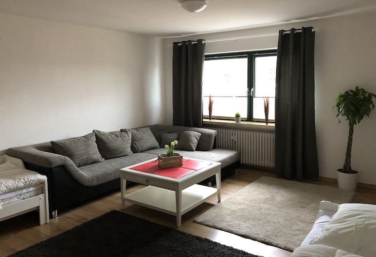 Renovated 3-room Apartment in the City Center, Nortorf, Lägenhet (incl.cleaning/sheets/towels fee 90EUR), Vardagsrum