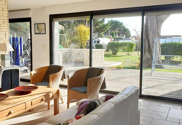 Villa With 5 Bedrooms in Saint-martin-de-ré, With Private Pool, Furnished Garden and Wifi - 2 km From the Beach, Saint-Martin-de-Re, Living Room