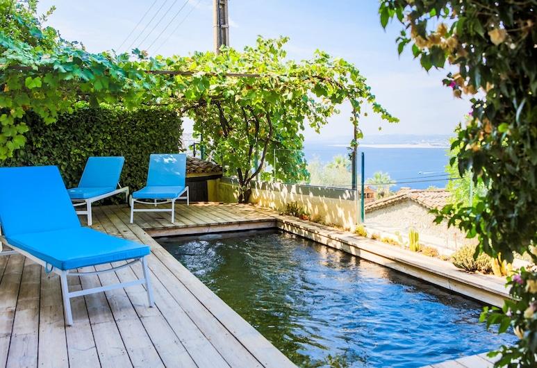 Mont Boron View VI4176 by Riviera Holiday Homes, Nizza, Kültéri medence