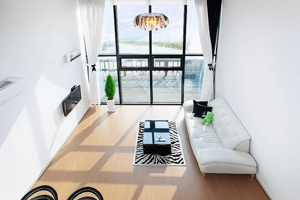 Condo (Maru) - Living Room