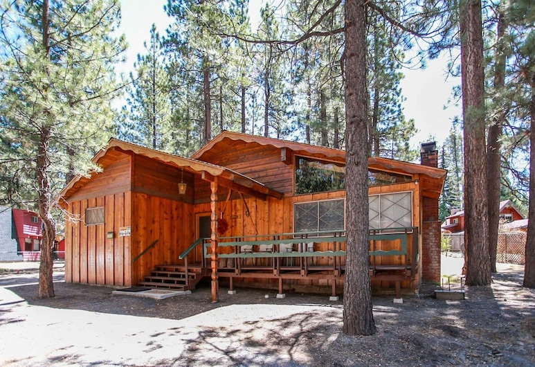 Avalon Hide Out-1336 by Big Bear Vacations, Big Bear Lake