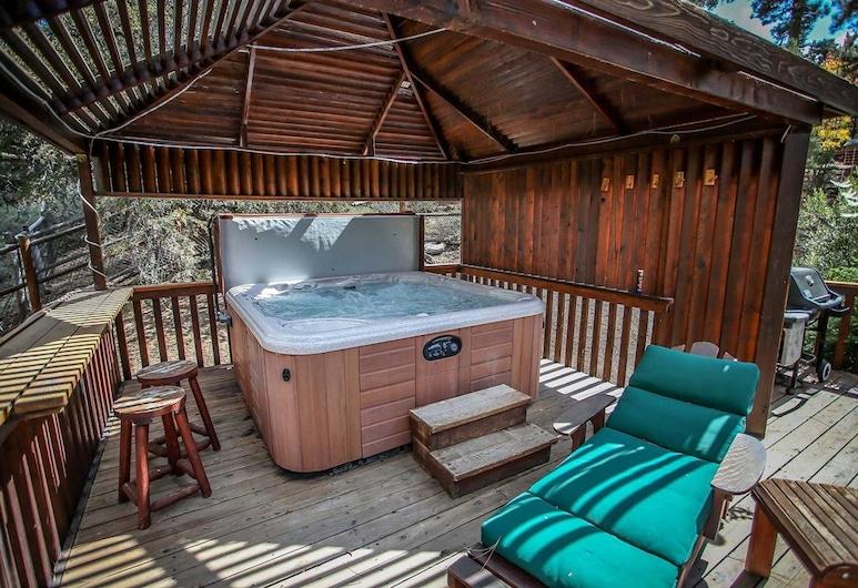 Alpine Lodge-1085 by Big Bear Vacations, Big Bear Lake, Outdoor Spa Tub