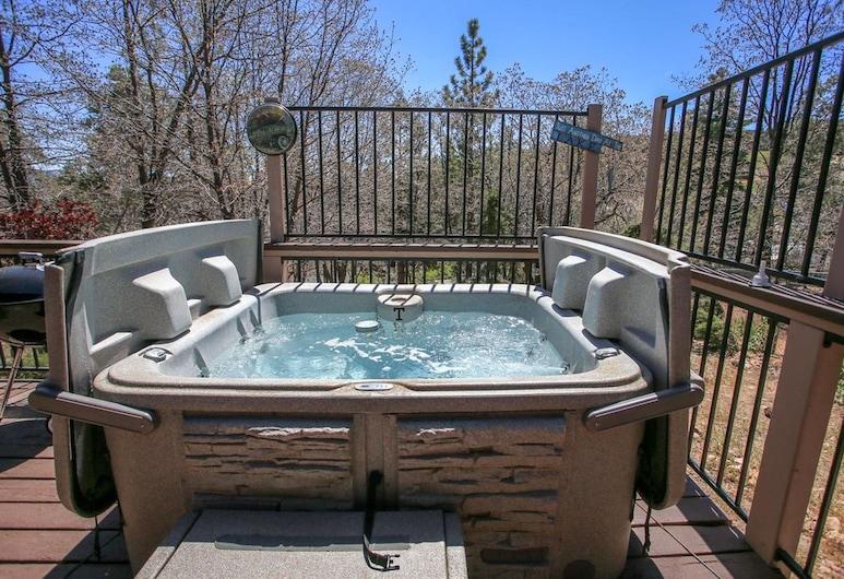 Sweethearts Sanctuary-1671 by Big Bear Vacations, Big Bear Lake, Outdoor Spa Tub