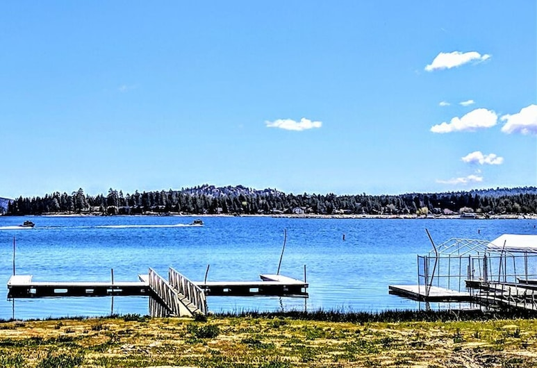 Lakeview-104 by Big Bear Vacations, Danau Big Bear , Rumah, 2 kamar tidur, Kolam Renang