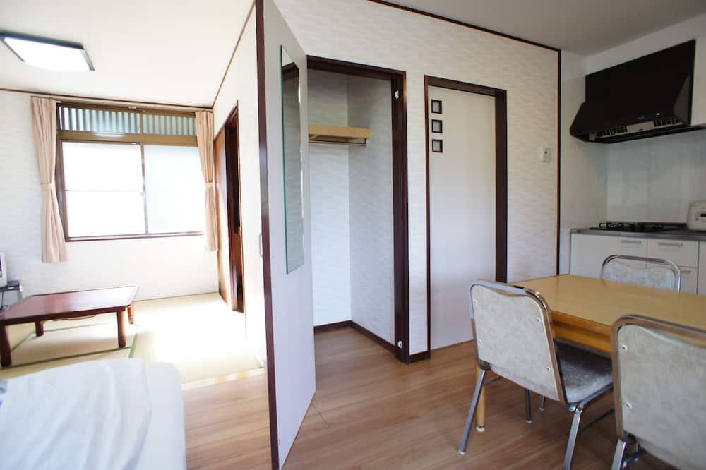 Familie huisje (Refurbished) - Eetruimte in kamer