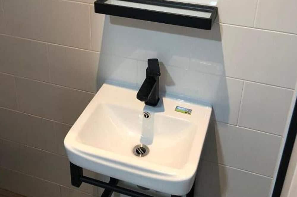 Chambre Triple - Lavabo de la salle de bain