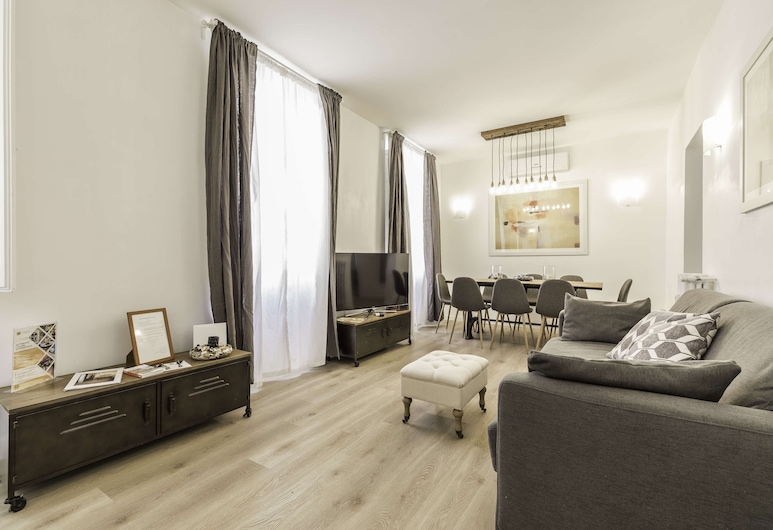 The Best in Rome Vico, Rome, Apartment, 3 Bedrooms, Living Area