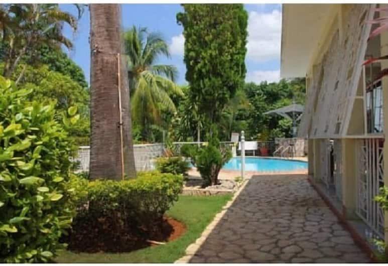 Comfort Kingdom Villa, Montego Bay, Villa Basic, Giardino