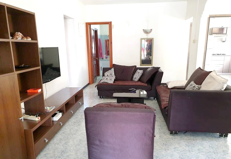 Apartment With 2 Bedrooms in Trou aux Biches, With Shared Pool, Enclosed Garden and Wifi, Trou aux Biches, Vardagsrum