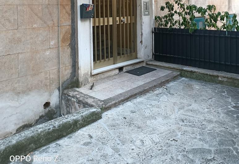 옥시로마, 로마, 호텔 입구
